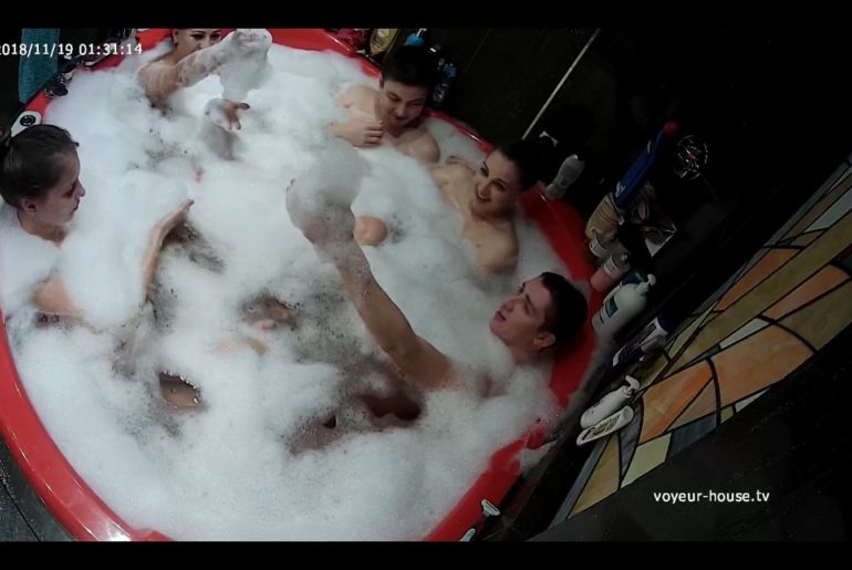 Amateur orgy in a hot tub, voyuer house porn camera