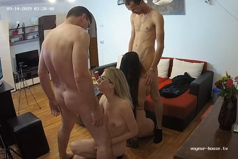 group amateurs sex under cams